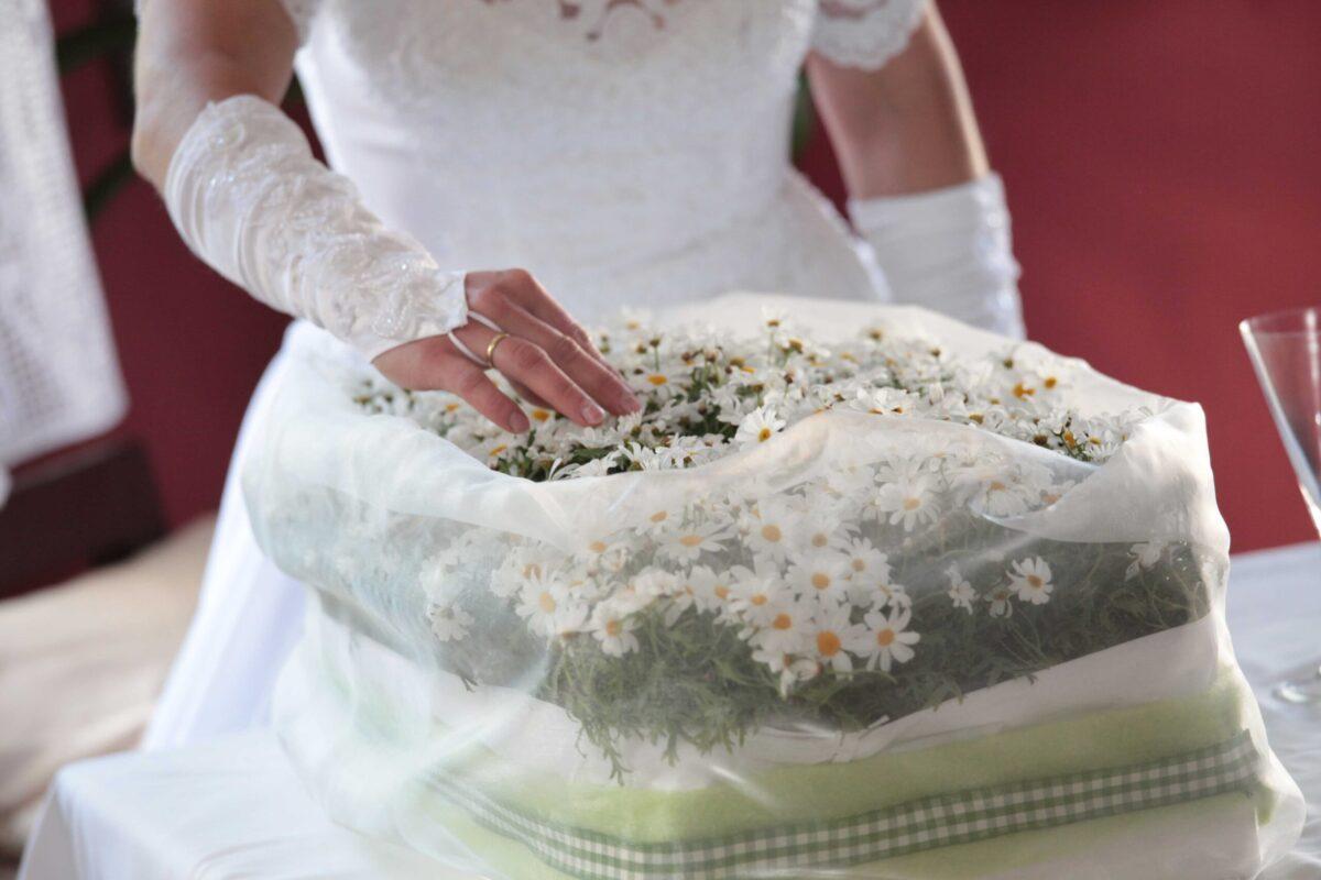 Braut mit Hochzeitsschmuck